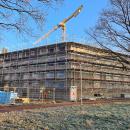 02.03.2021: Zum Zeitpunkt der Aufnahme wurde die vierte Etage (Teilgeschoss) fertiggestellt. Witterungsbedingt musste der Bau im Februar zeitweilig unterbrochen werden.