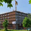 09.06.2021: Zum Zeitpunkt der Aufnahme wurde die Klinkerfassade gemauert. InFertigstellung: Fenster, Elektroanschlüsse und Sanitäreinrichtungen.
