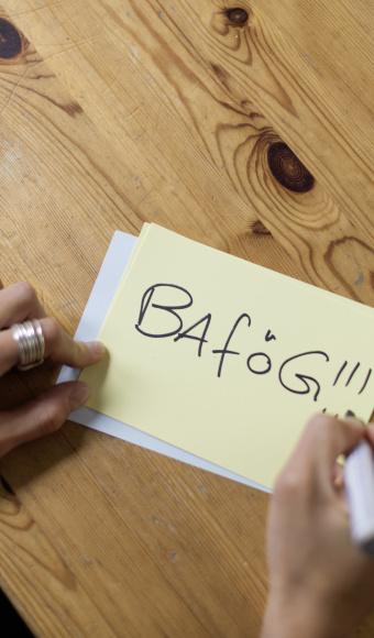 Post It mit BAföG Schriftzug